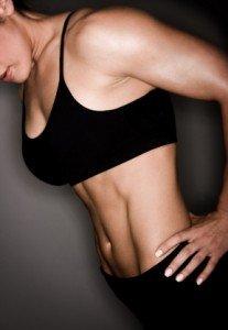 Frau Fitness und Muskelaufbau Training, Gewicht vs. Wiederholung