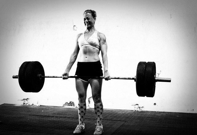Kreuzheben mit Langhantel (Deadlift): Muskelaufbau Grundübung unterer Rücken / Rückenstrecker