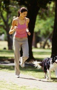 Frauchen und Hund auf der Jagd nach dem Runner's High