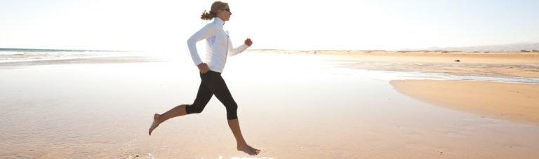 Neue Studie: Barfuß Laufen gesünder als Joggen mit Schuhen?
