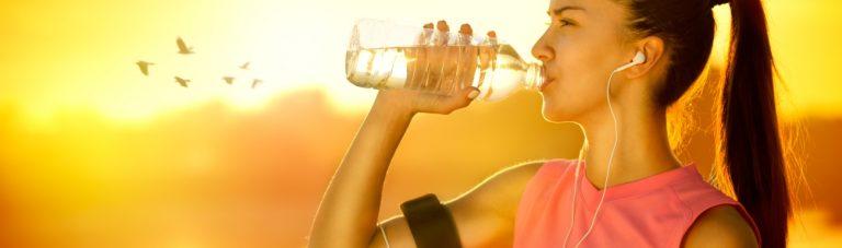 Verdopple Deinen Fettabbau: Kannst Du durch Wasser trinken abnehmen?
