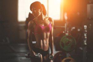 Fitnessstudio Frau Kurzhanteln Workout