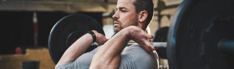 Nur 60 Min. Krafttraining pro Woche: Dieser 2er Split Trainingsplan hilft Dir nackt gut auszusehen