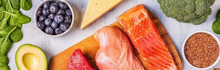 122 eiweißhaltige Lebensmittel, die Dir beim Abnehmen und im Muskelaufbau helfen