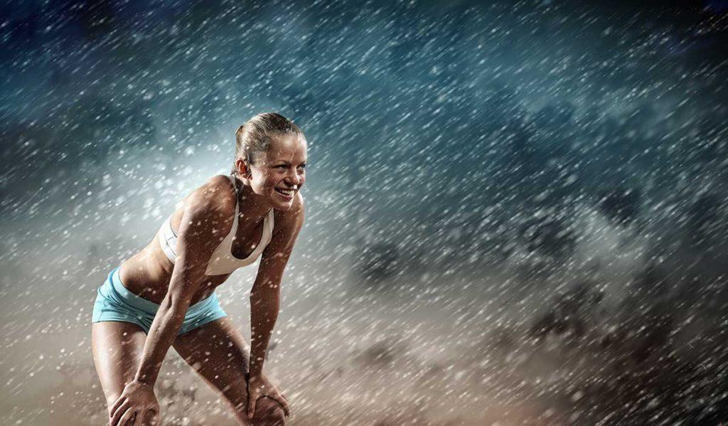 Lustige Zitate - Frau in Laufkleidung im Regen