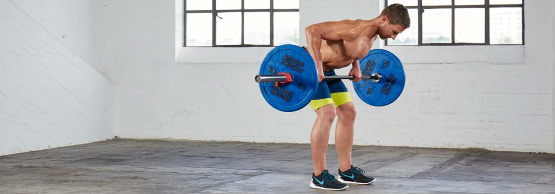 Muskelaufbau Übungen: Rudern mit der Langhantel